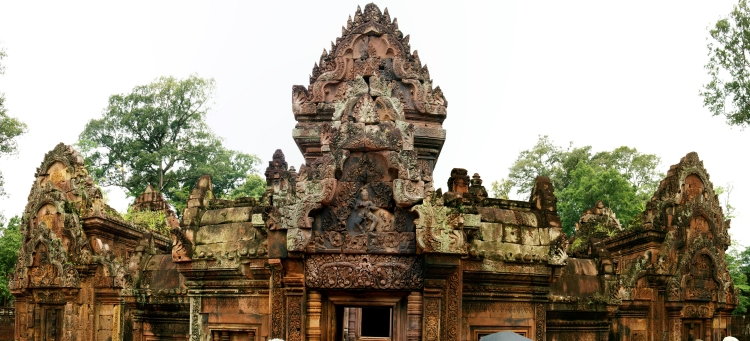 Banteay Srei temple front room